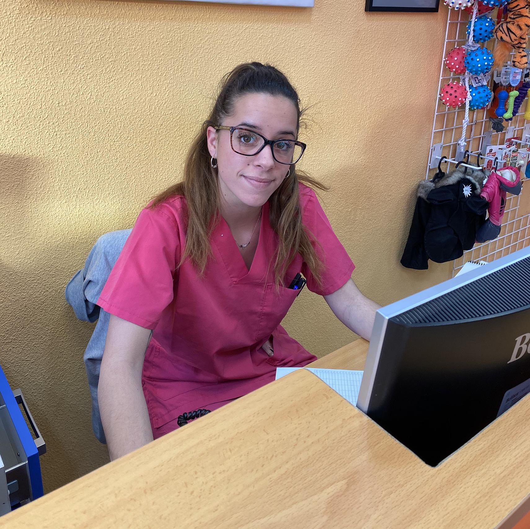 Sandra, Asistente Veterinaria de la Clínica Veterinaria Vinateros en Moratalaz, Madrid.